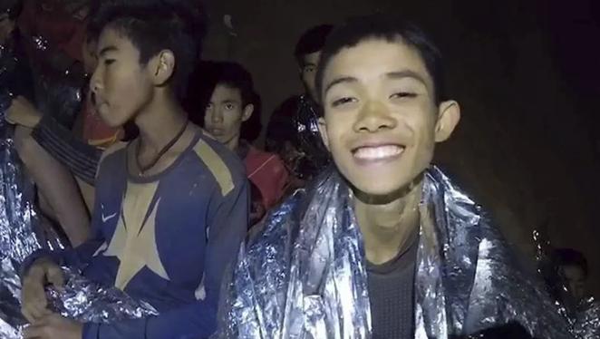 """""""Não há nada que Deus não possa fazer"""", disseram pais de menino resgatado na Tailândia"""