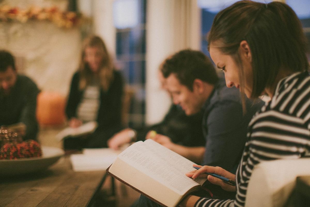 Nova geração é mais aberta à fé do que as mais velhas, diz pesquisa