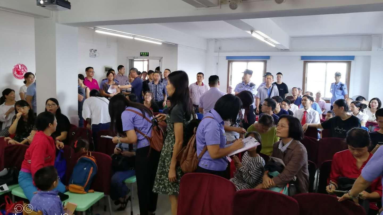 Cerca de 40 agentes comunistas invadem culto e prendem cristãos, na China