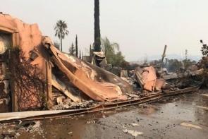 """Família tem casa destruída pelo fogo na Califórnia, mas sai ilesa: """"Deus cuidou de tudo"""""""