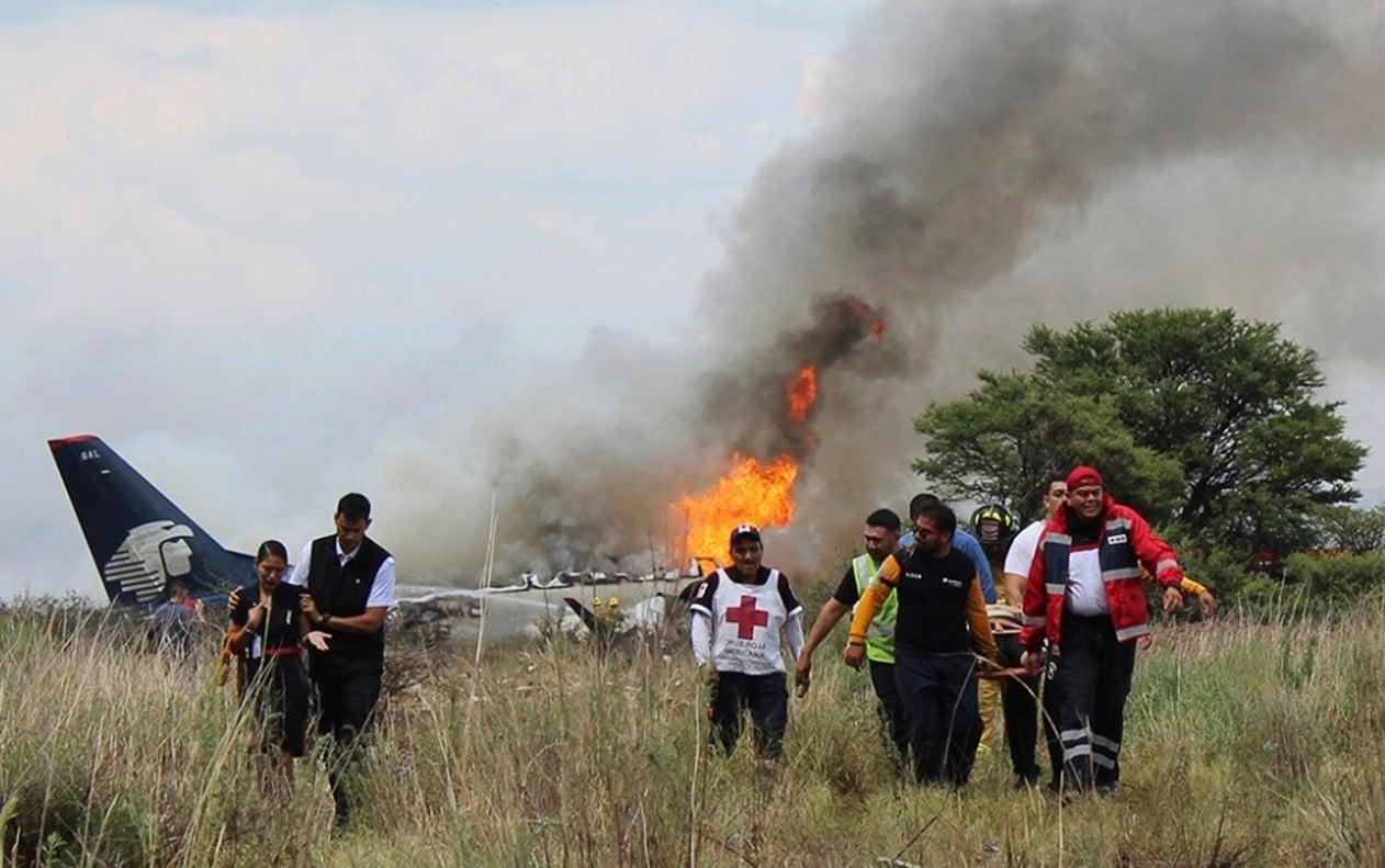 Avião com 103 pessoas cai sem mortes e passageiros agradecem a Deus