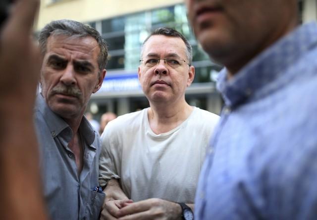EUA impõem sanções sobre ministros envolvidos em prisão de pastor na Turquia
