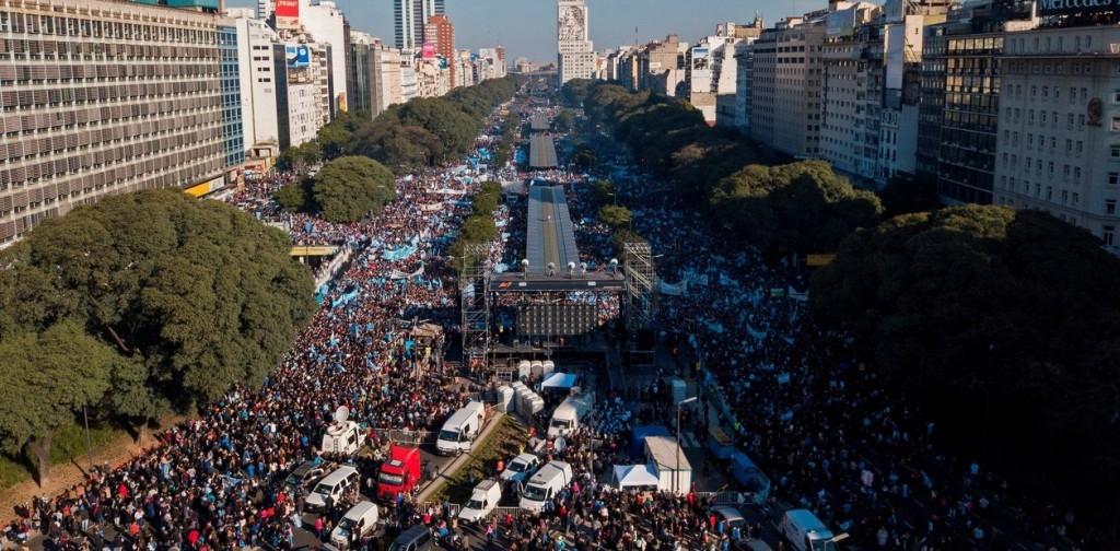Mais de 650 mil cristãos oram contra a legalização do aborto nas ruas da Argentina