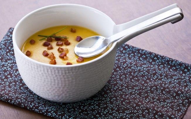 Sopa purê de mandioquinha com bacon