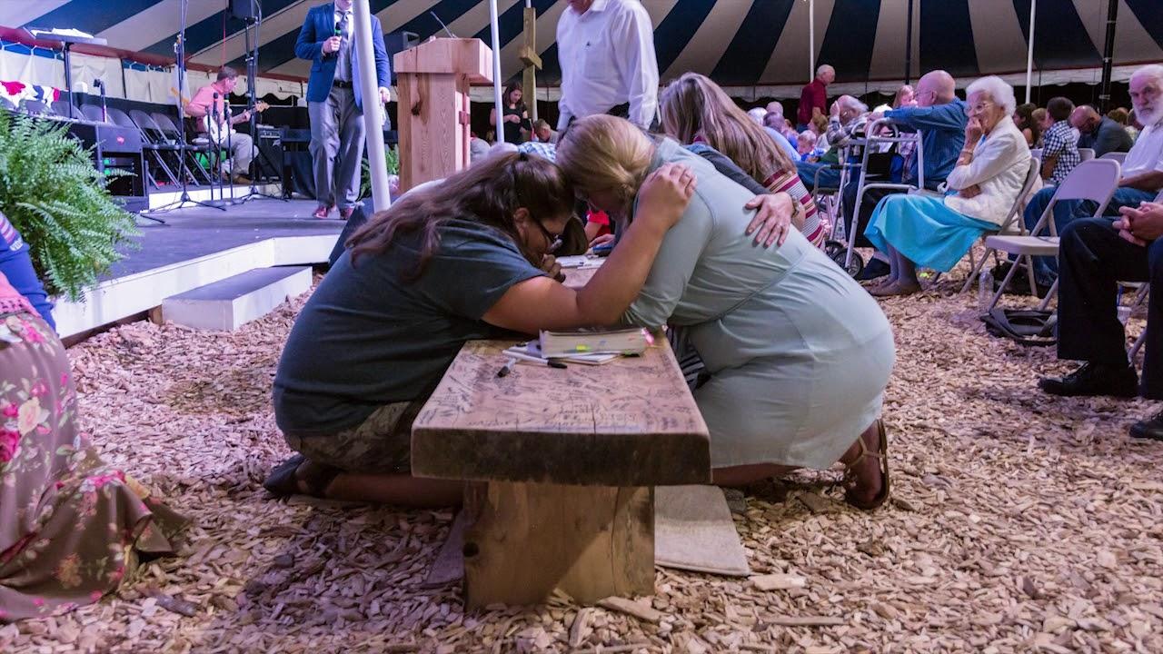 Há mais de 5 meses reunidos em tenda para adorar a Deus, cristãos relatam avivamento