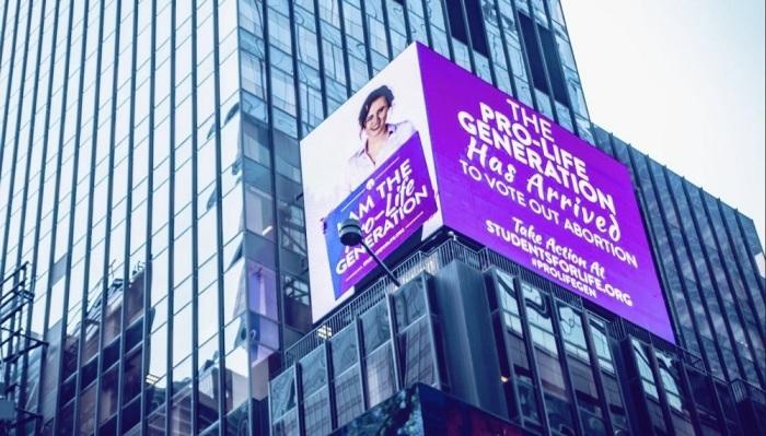 Mensagens contra aborto são exibidas em painel gigante em Nova York #source%3Dgooglier%2Ecom#https%3A%2F%2Fgooglier%2Ecom%2Fpage%2F2019_04_14%2F671563