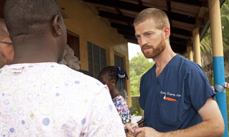 """Médico sobrevivente do Ebola volta à África como missionário: """"Deus abriu as portas"""""""