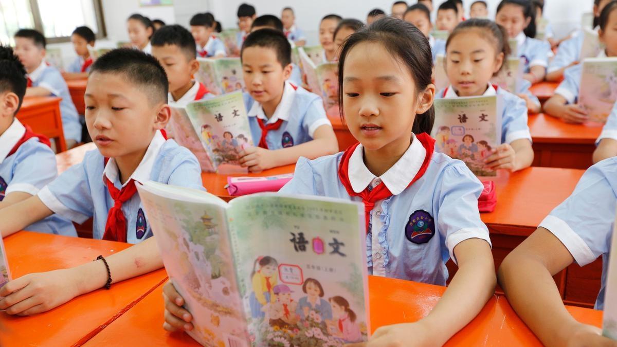 China usa currículos escolares que doutrinam crianças a odiar o cristianismo