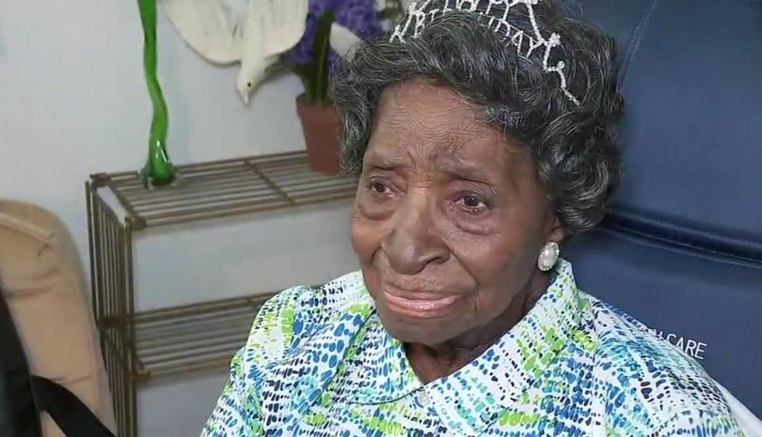 """Mulher celebra 110 anos e credita a Deus sua longevidade: """"Ele é quem está me mantendo"""""""