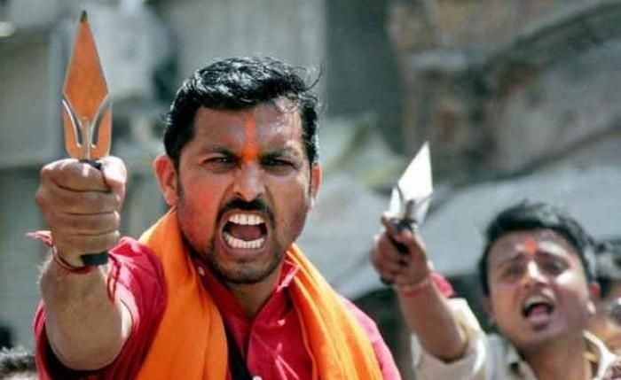 Pastor é atacado violentamente por hindus radicais após orar por idosa, na Índia