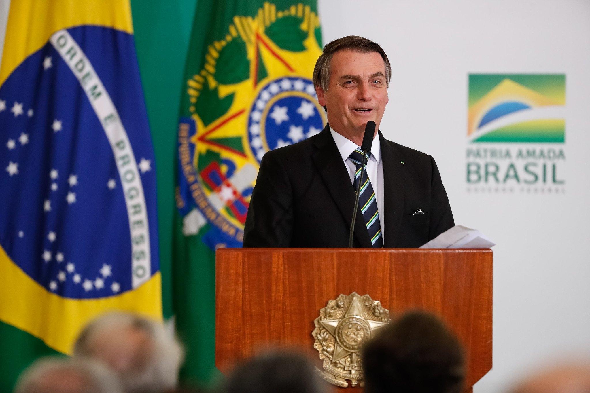 """Bolsonaro defende misturar religião e política: """"O presidente da República é cristão"""""""