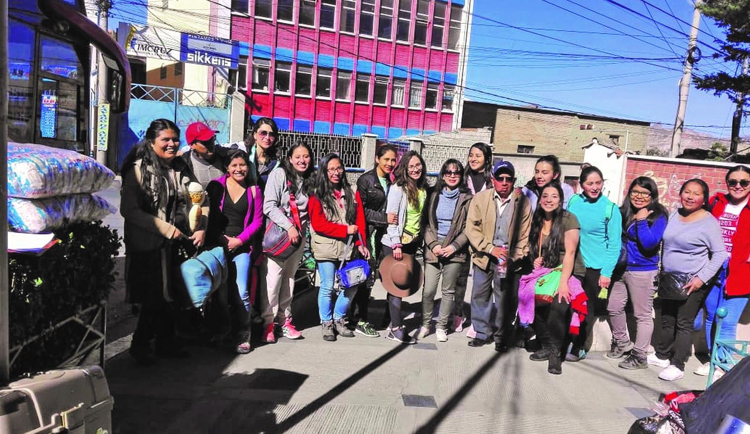 12 voluntários de organização médica cristã morrem em acidente de ônibus, na Bolívia