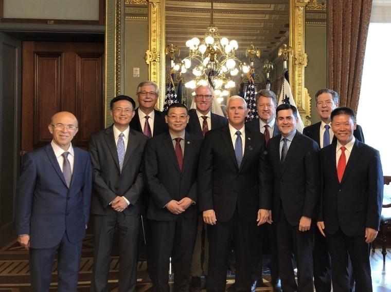 Mike Pence se reúne com organizações missionárias para discutir perseguição na China