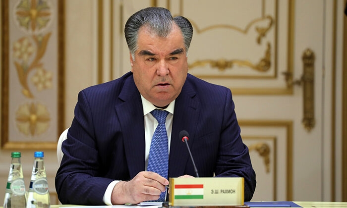 Quatro igrejas são multadas por traduzir a Bíblia no Tajiquistão