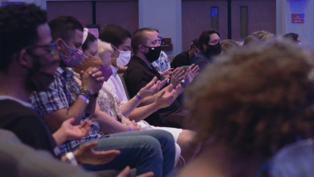 No domingo de Pentecostes, igrejas fazem cultos presenciais pela primeira vez em meses