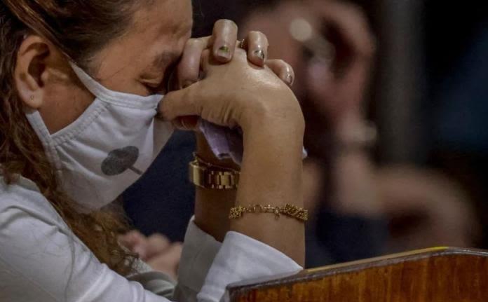 """Cristão diz que """"aumento da fé no cristianismo"""" provoca demolições de igrejas na China"""