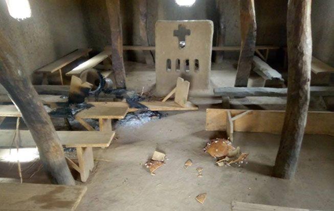 Terroristas matam 27 cristãos a tiros e queimados vivos no Mali