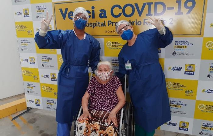 """Aos 88 anos, evangélica comemora cura da Covid-19: """"Deus me deu essa vitória"""""""