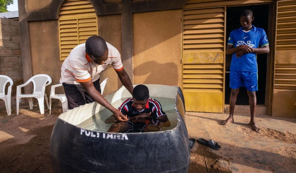 """Missionários na África alcançam caminhoneiros muçulmanos: """"Eles têm fome da Palavra"""""""