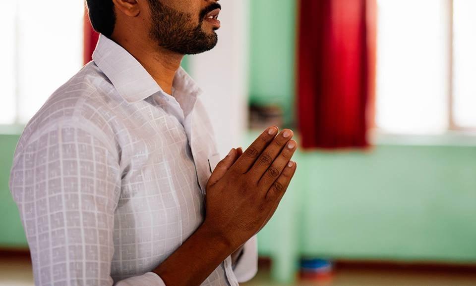 """""""Nunca desista de sua fé em Jesus"""", diz cristão à esposa antes de ser degolado na Índia"""