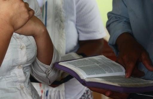 Pastores se arriscam para evangelizar áreas dominadas por grupos armados na Colômbia