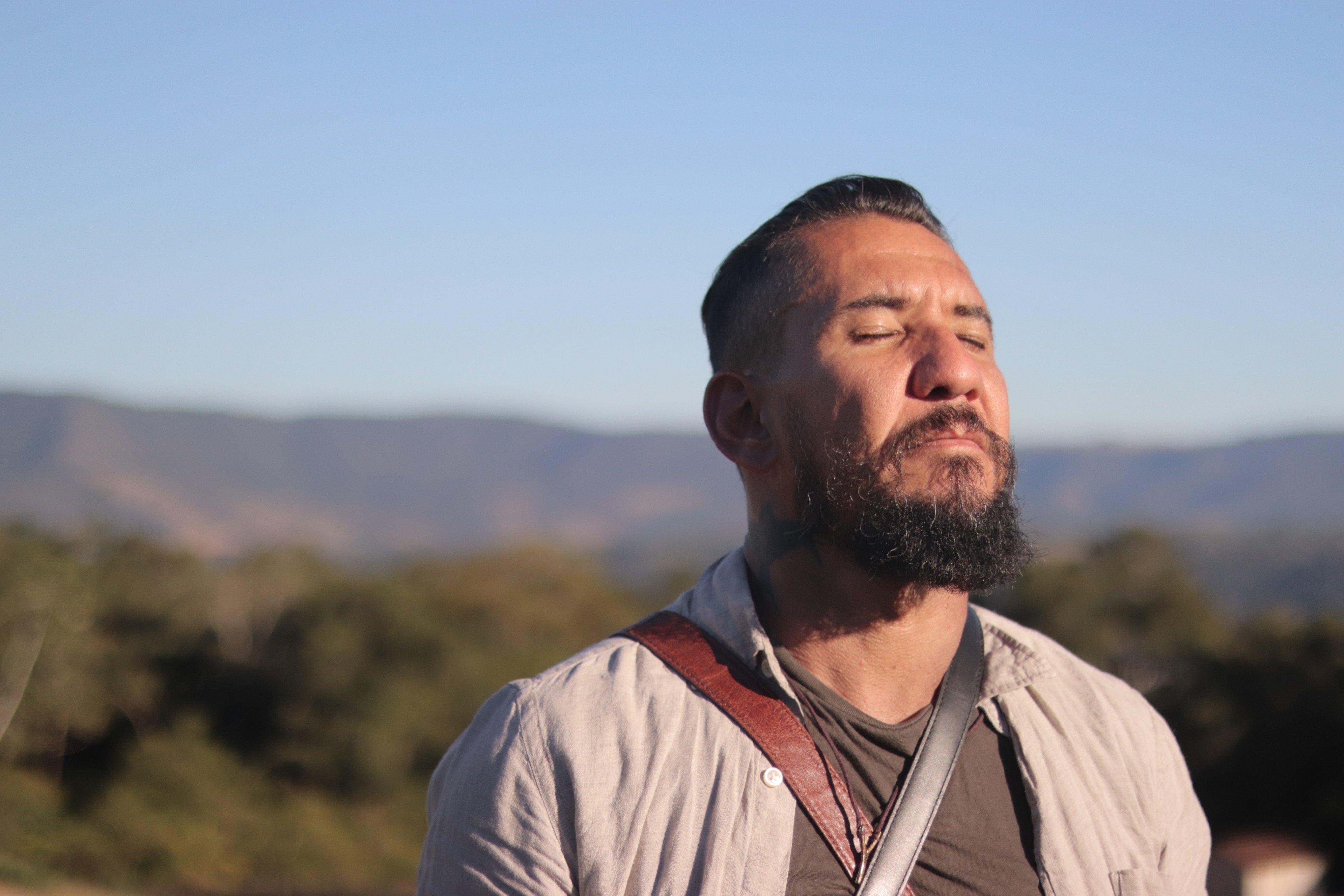 """Rodolfo Abrantes lança o clipe """"Presente pro Futuro"""", com reflexão sobre o chamado de Deus"""