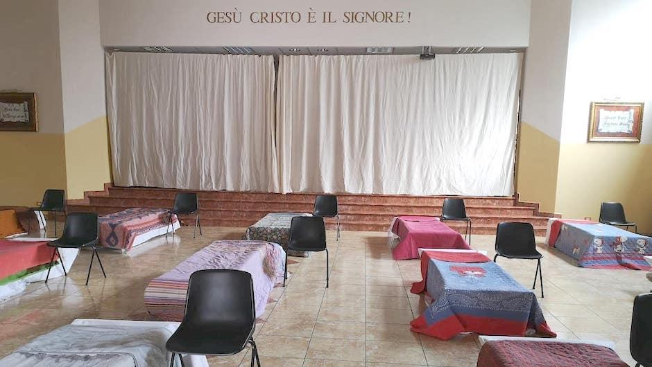 Pastor transforma igreja em abrigo para sem-teto durante pandemia, na Itália