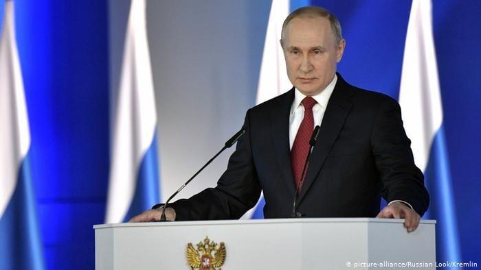 Proibição do casamento gay é aprovada em reforma da Constituição da Rússia