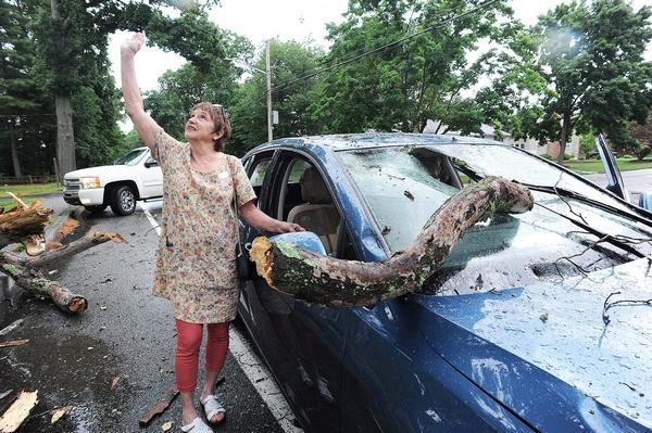 """Motorista escapa de acidente após ouvir Deus dizer para se abaixar: """"Ele me salvou"""""""