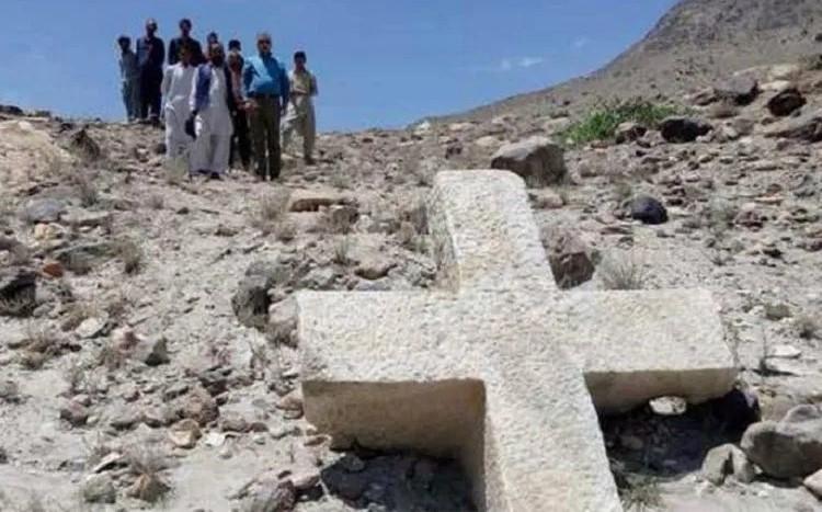Cruz encontrada no Paquistão revela presença antiga de cristãos no país