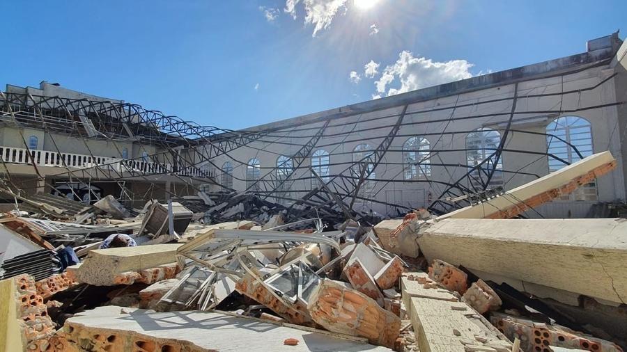 """Pastor registra queda de igreja por ciclone bomba em SC: """"Efeito dominó"""""""