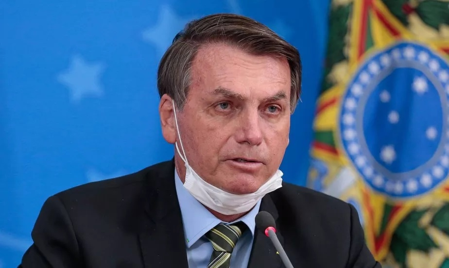 Bolsonaro confirma que testou positivo para Covid-19
