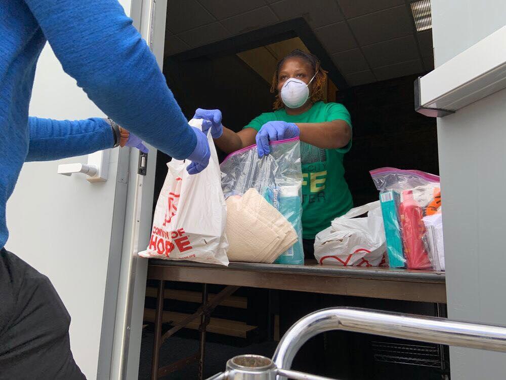 Missão distribui mais de 40 milhões de refeições durante a pandemia nos EUA