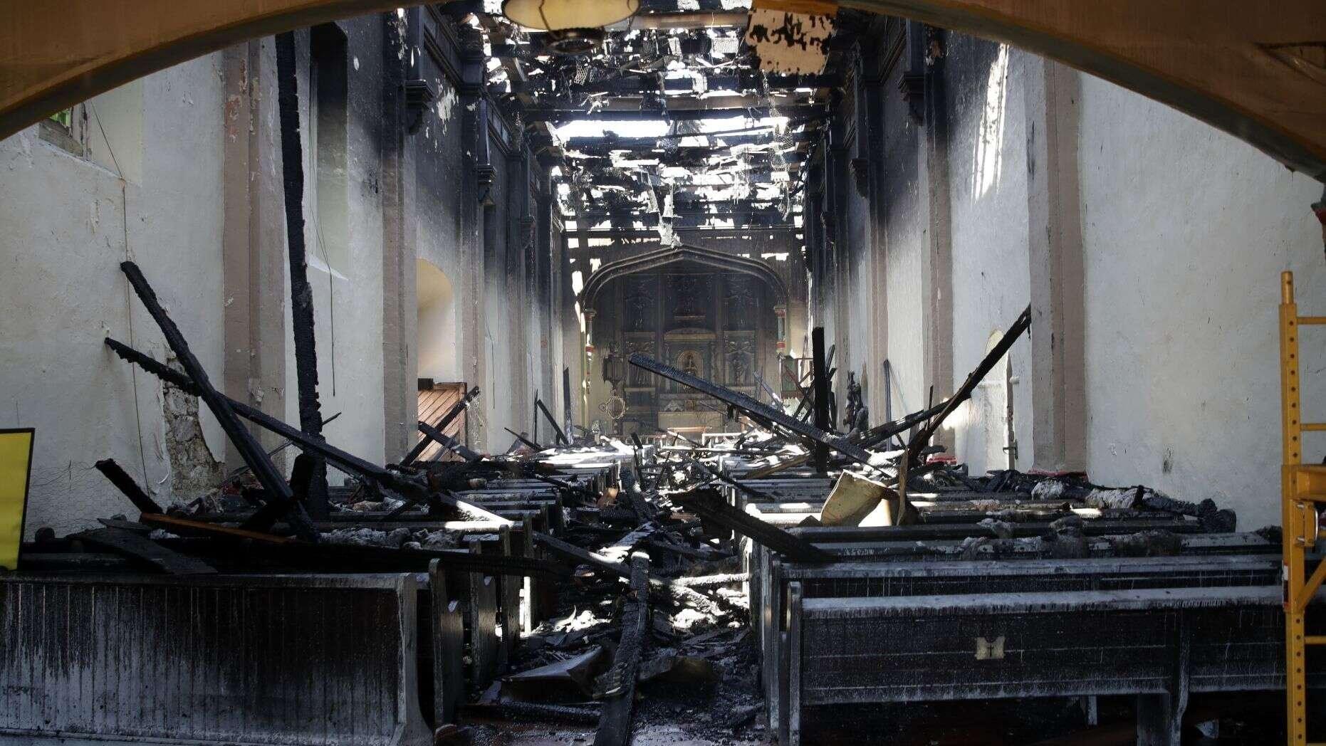 Igrejas são queimadas e vandalizadas em várias partes dos EUA