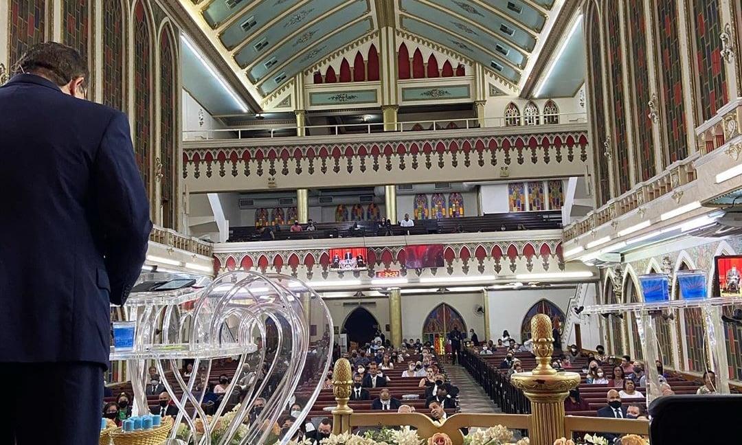 'A igreja é protegida pela Constituição e não pode ser fechada', diz juiz durante culto