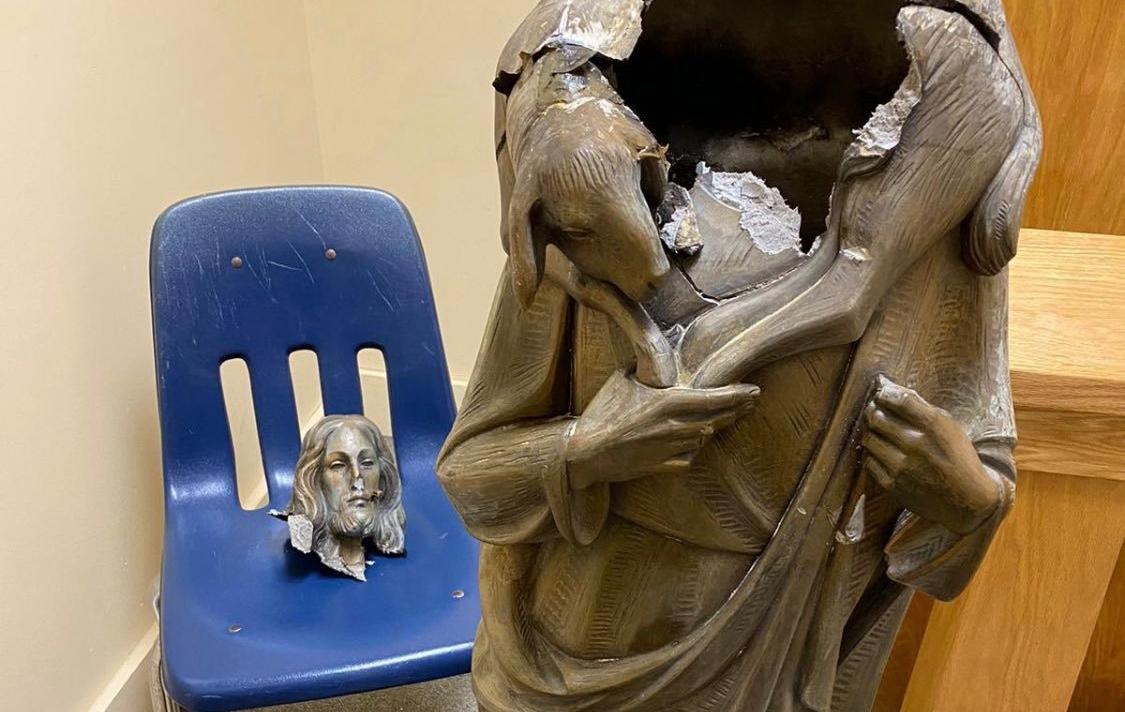 Estátua de Jesus é decapitada em onda de ataques a igrejas nos EUA