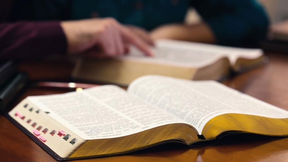 Igreja entra com ação judicial após governo proibir estudos bíblicos em casa, na Califórnia