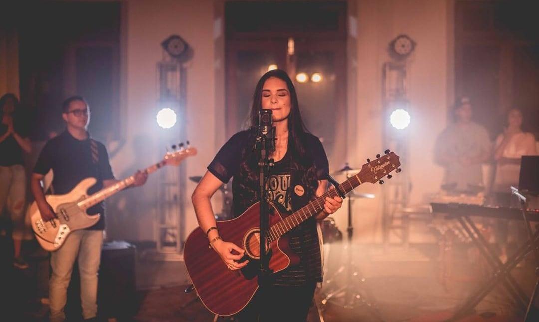 """Representando a nova geração, Kathlenn Bertelli irá lançar """"Queres em Mim"""""""