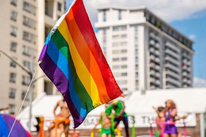 Estabelecimento que impedir beijo gay irá receber multa de até R$ 100 mil em Salvador