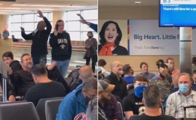Pastor leva passageiros a cantar 'Amazing Grace' no saguão do Aeroporto de Chicago