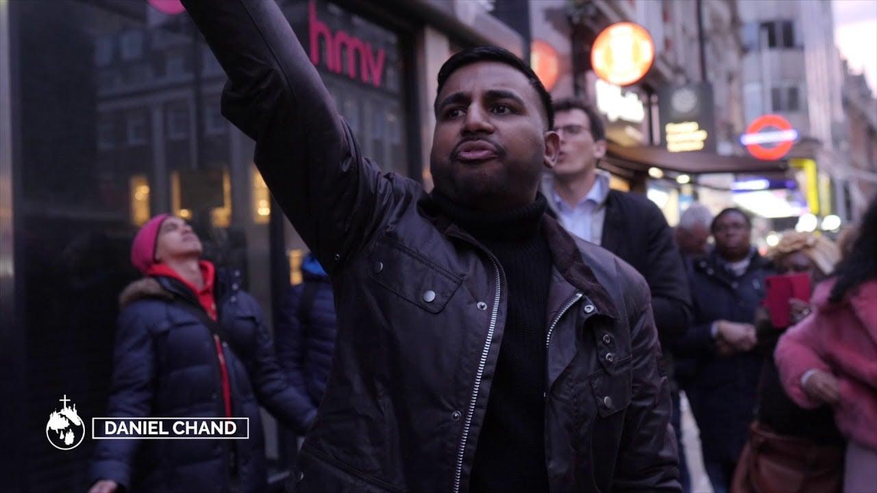 Após resposta de Deus à oração, ex-boxeador se torna pregador de rua na Inglaterra