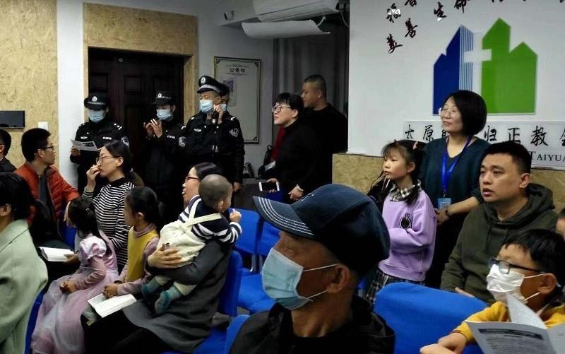 Policiais invadem igreja doméstica durante culto, na China
