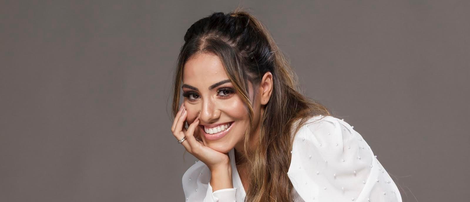 Gabriela Rocha comemora expansão de sua carreira internacional