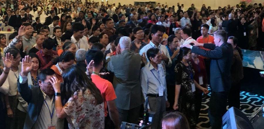 Refugiado vietnamita se torna pastor nos EUA: 'A fome de Deus nunca me deixou'