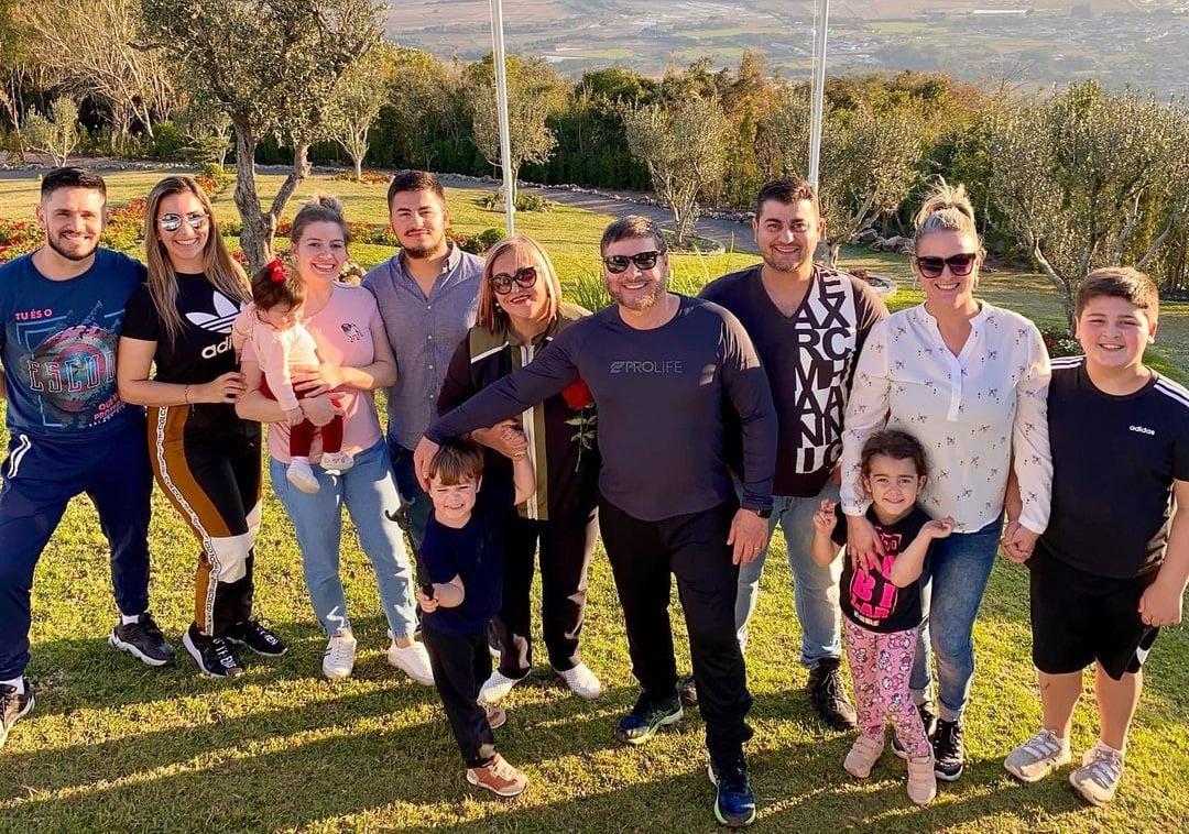 """Pastor e família superam juntos a Covid-19: """"Vencemos uma grande batalha"""""""