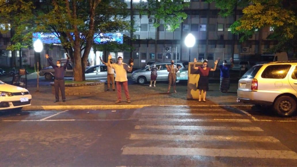 Igrejas se unem para orar por pacientes de Covid-19 em frente a hospitais, em Assis