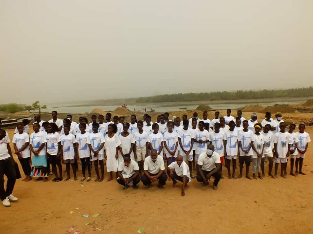 Mais de 50 pessoas são batizadas por missionários brasileiros em Guiné-Bissau