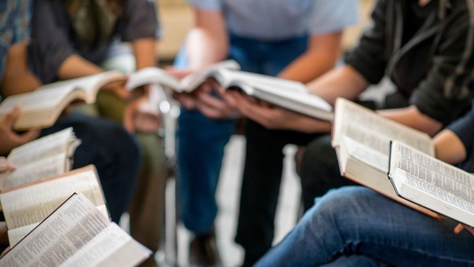 Leitura da Bíblia cresce desde o início da pandemia no Reino Unido