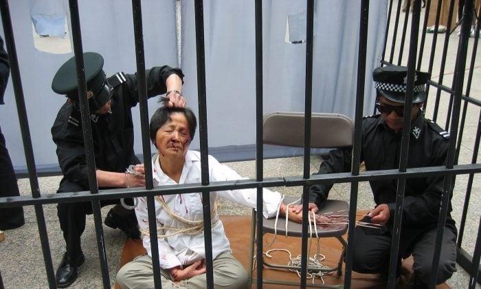 China faz 'lavagem cerebral' em cristãos presos em instalações secretas, diz relatório