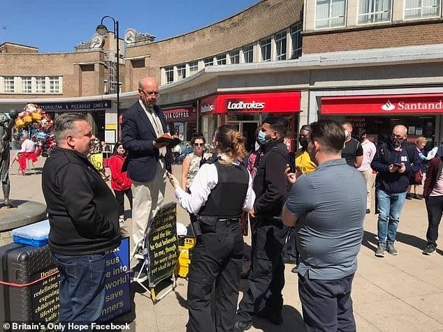 """""""Eu só estava pregando o que a Bíblia diz"""", afirma pastor preso em Londres por homofobia"""